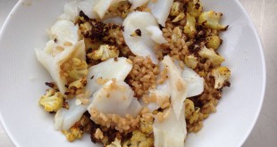 Arroz integral con coliflor al curry y bacalao