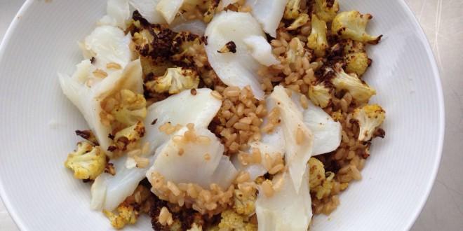 Arroz integral con coliflor al curry y bacalao
